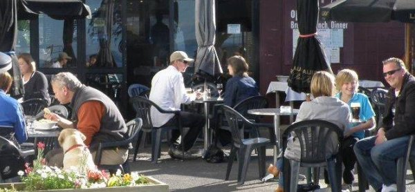 Relaxed scene at one of Browns Bays many cafes